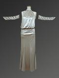 真珠色のサテンドレス