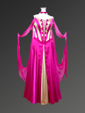 派手目のピンクドレス