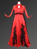 光沢のある赤のドレス