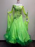 緑のグラデーションドレス(石つき)